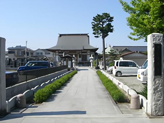 浄土宗 長善寺 石畳の参道